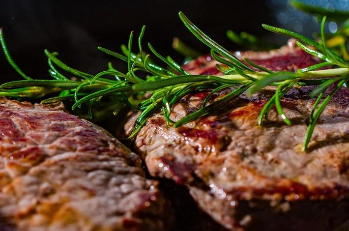 Como amenizar a alta do preço da carne no seu negócio