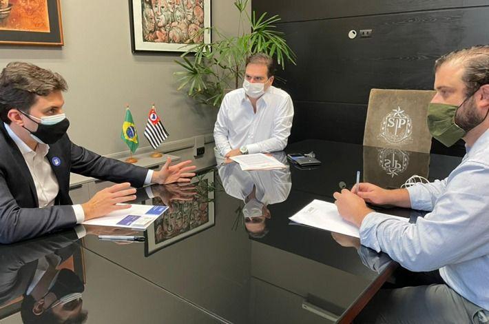 Deputado líder do governo na ALESP, recebe presidente Edson Pinto que pede ampliação de horário e medidas de ajuda econômica